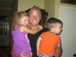 Sean Lowe with niece and nephew